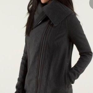 Lululemon Virasana blanket wrap, jacket, size 4!
